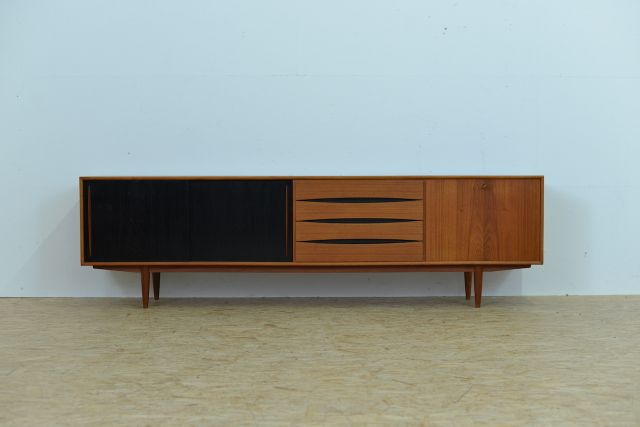schweizer teak sideboard von m bel pfister 1960er bei pamono kaufen. Black Bedroom Furniture Sets. Home Design Ideas