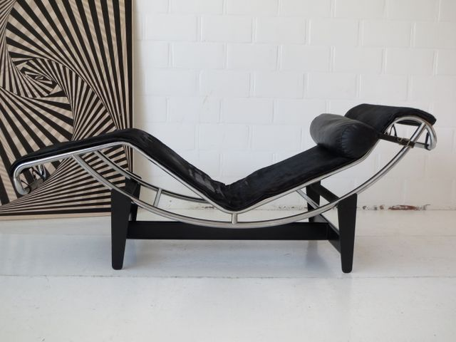 Early under 750 numbered lc4 chaise longue by le for Le corbusier chair history