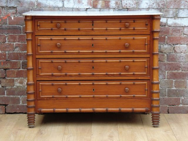 Commode tiroirs antique en faux bambou en vente sur pamono for Faux fini antique meuble
