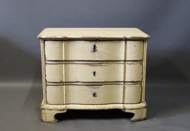 kleine d nische barocke lackierte kommode aus holz 1760er. Black Bedroom Furniture Sets. Home Design Ideas