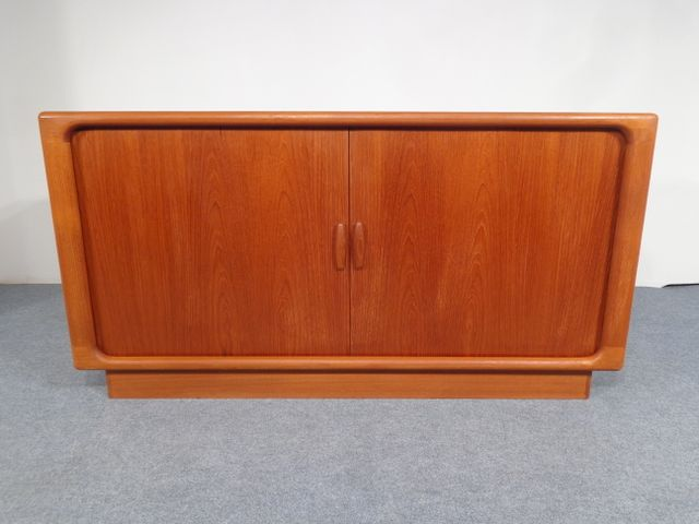 vintage teak sideboard mit rollt ren von dyrlund bei pamono kaufen. Black Bedroom Furniture Sets. Home Design Ideas