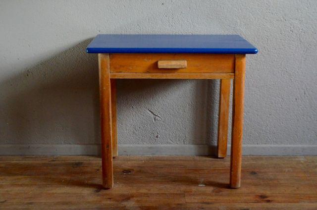 kleiner holz kinderpult 1950er bei pamono kaufen. Black Bedroom Furniture Sets. Home Design Ideas