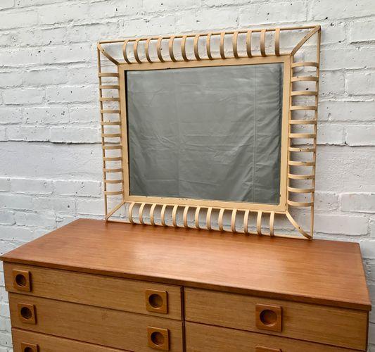 industrieller rechteckiger vintage wanspiegel mit. Black Bedroom Furniture Sets. Home Design Ideas