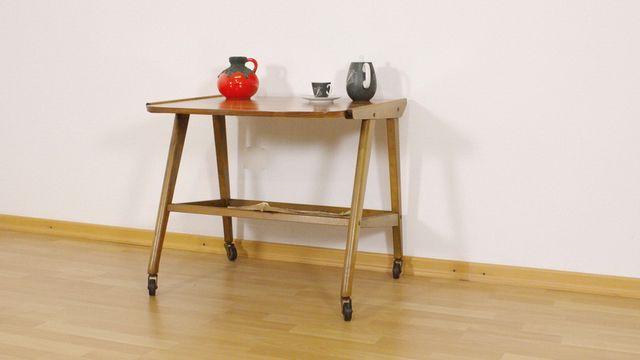 mid century walnuss beistelltisch auf rollen mit ablage bei pamono kaufen. Black Bedroom Furniture Sets. Home Design Ideas