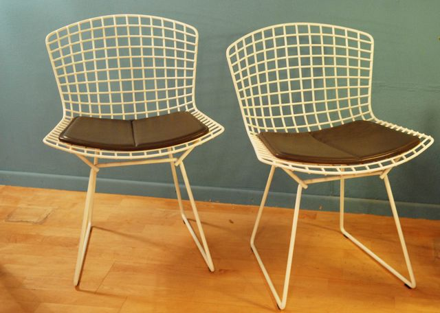 wei e st hle aus metallgeflecht von harry bertoia f r knoll inc 2er set bei pamono kaufen. Black Bedroom Furniture Sets. Home Design Ideas
