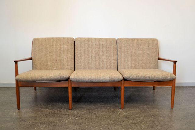 d nisches 3 sitzer sofa aus teakholz von grete jalk f r. Black Bedroom Furniture Sets. Home Design Ideas