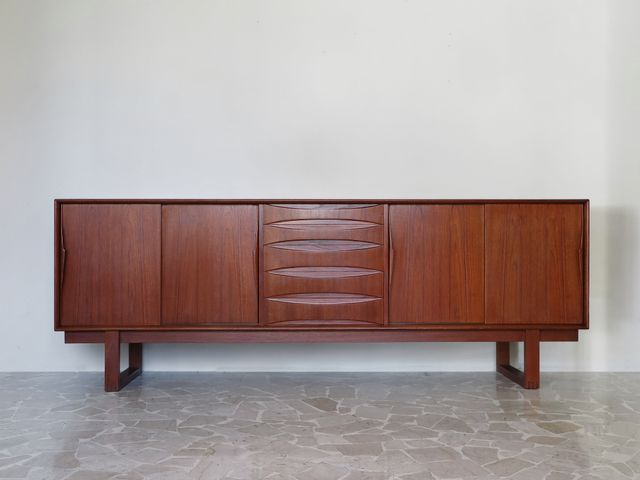 d nisches vintage teak sideboard von arne vodder bei. Black Bedroom Furniture Sets. Home Design Ideas