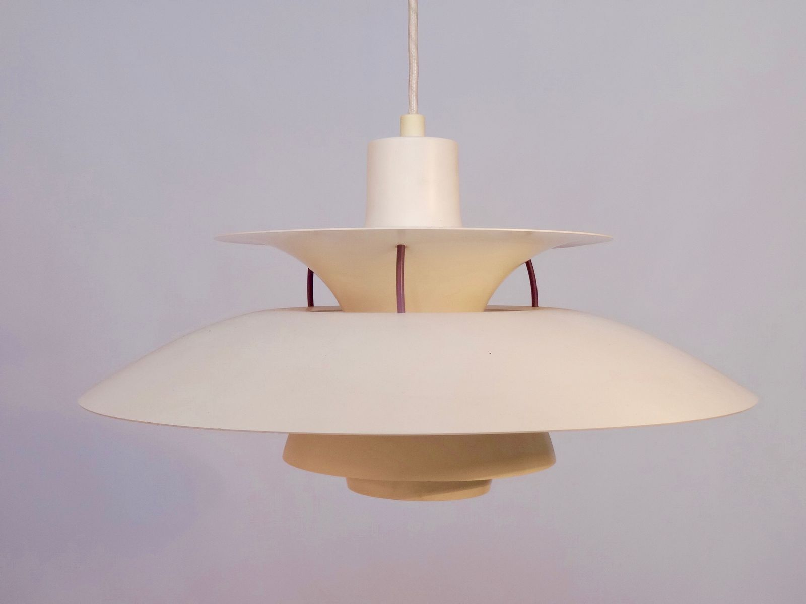 Lampe suspension ph5 vintage blanche par poul henningsen for Lampe suspension blanche