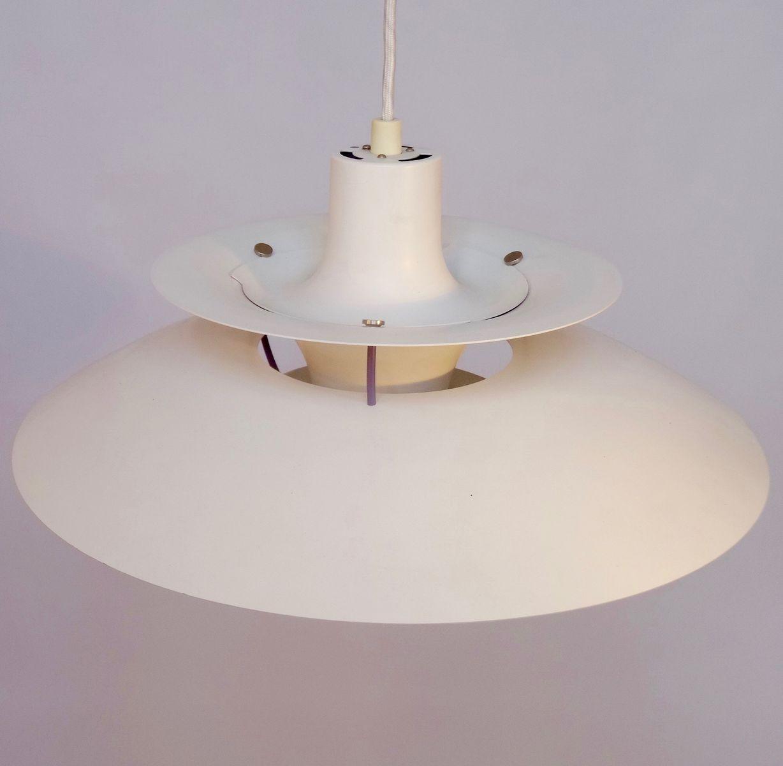 Lampe suspension ph5 vintage blanche par poul henningsen pour louis poulsen en vente sur pamono Suspension blanche en verre pour sapin