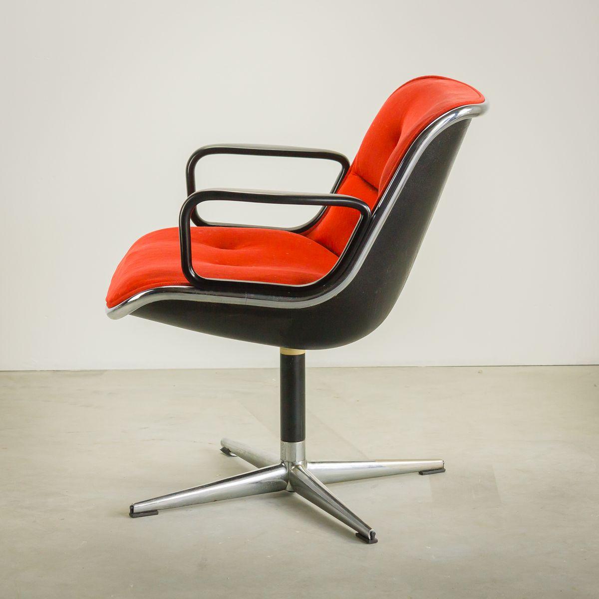 chaise ex cutive en velours rouge par charles pollock pour knoll international en vente sur pamono. Black Bedroom Furniture Sets. Home Design Ideas