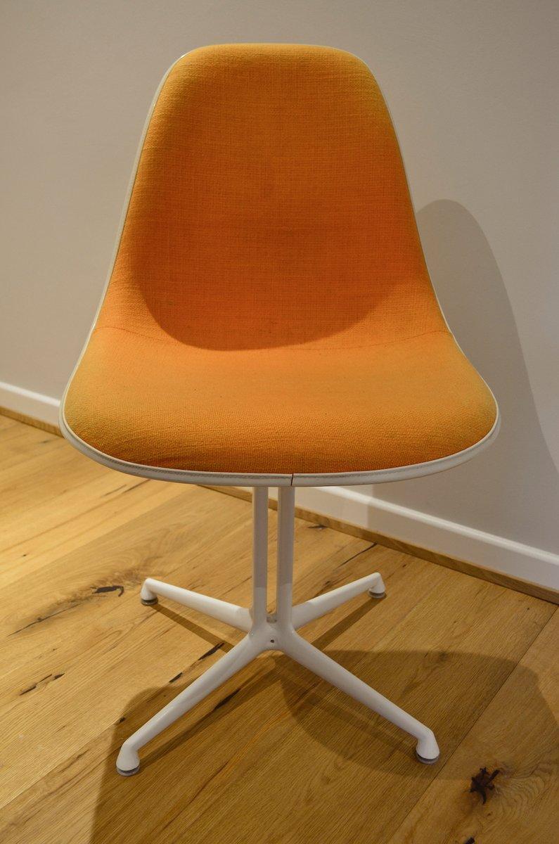 la fonda stuhl von charles und ray eames f r herman miller vitra bei. Black Bedroom Furniture Sets. Home Design Ideas