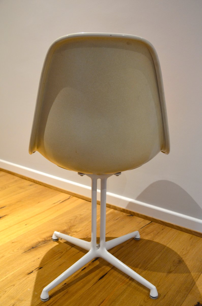 La fonda chair by charles and ray eames for herman miller for Eames chair deutschland