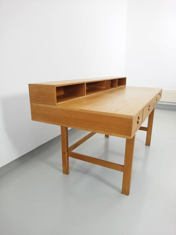 schreibtisch mit ausklappbarer tischplatte von jens. Black Bedroom Furniture Sets. Home Design Ideas