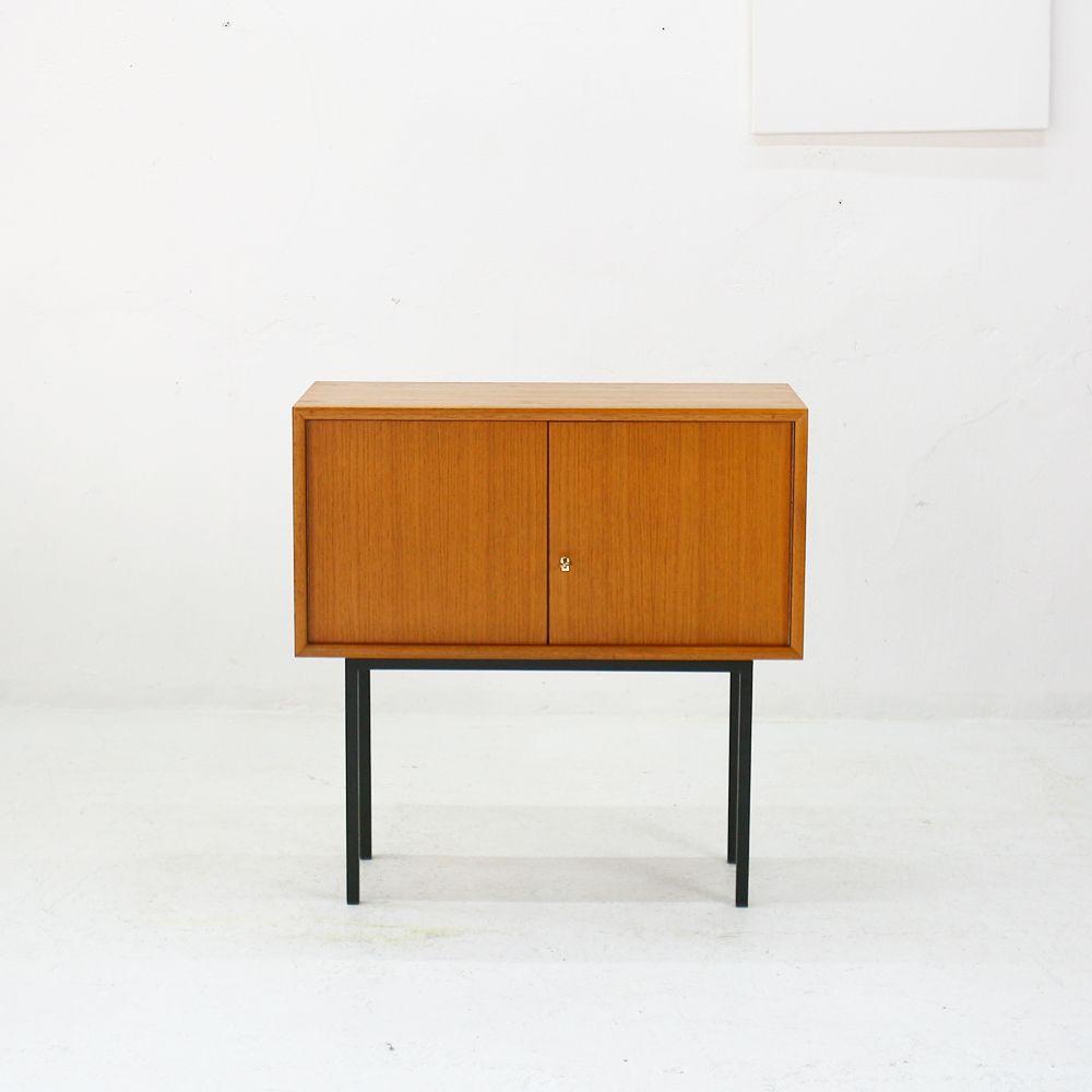 kleines sideboard mit 2 t ren 1960er bei pamono kaufen. Black Bedroom Furniture Sets. Home Design Ideas