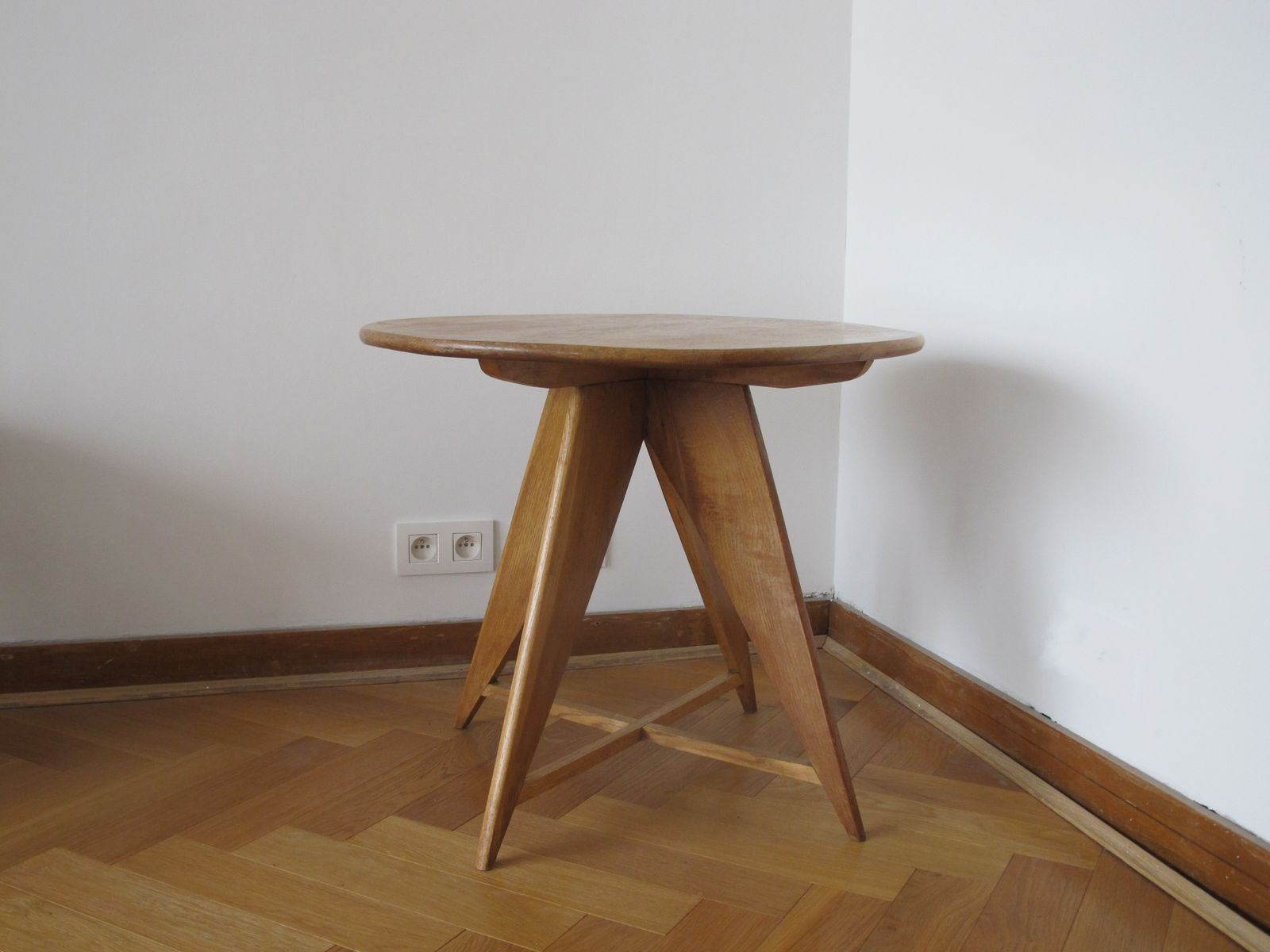 Vintage Round Oak Side Table For Sale At Pamono. Full resolution  photograph, nominally Width 1600 Height 1200 pixels, photograph with #6B482A.