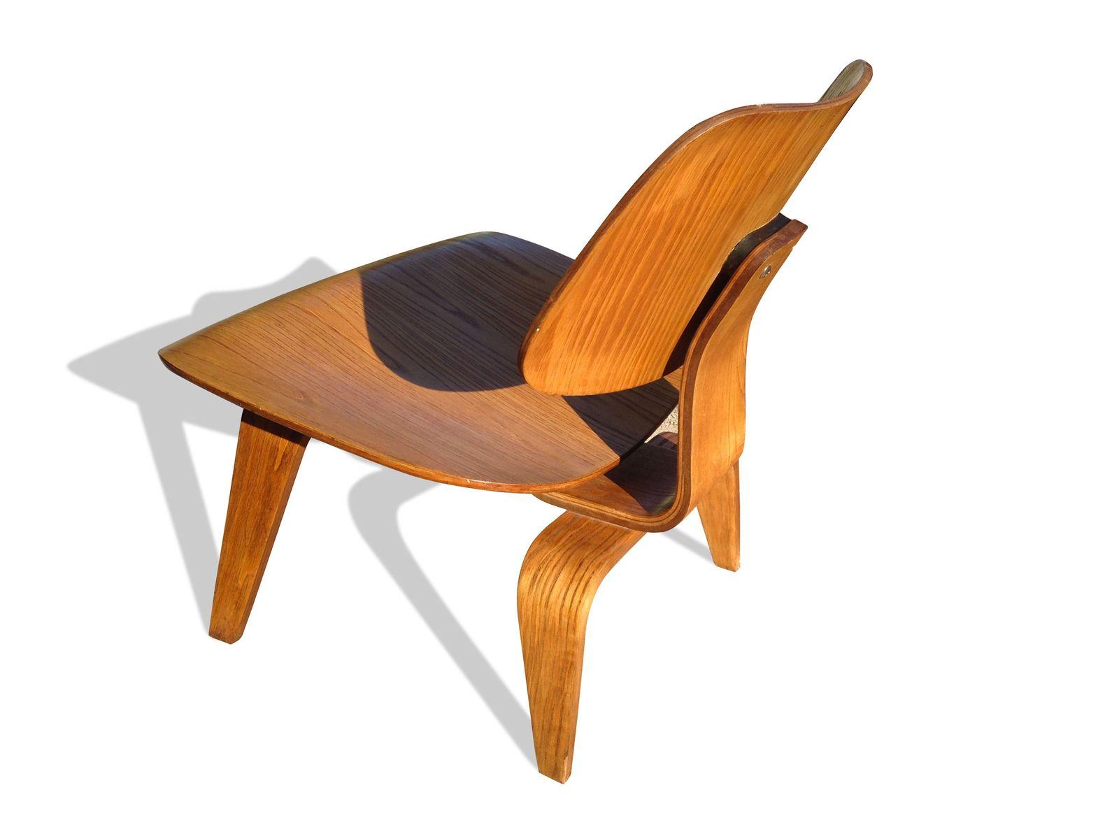 lcw stuhl aus echenholz von ray und charles eames f r. Black Bedroom Furniture Sets. Home Design Ideas