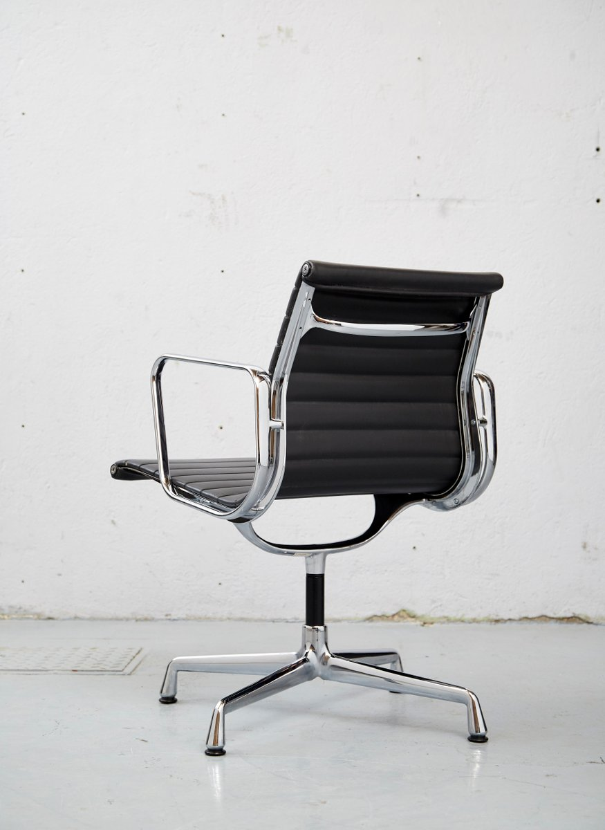 vintage ea 108 b rostuhl von charles ray eames f r vitra. Black Bedroom Furniture Sets. Home Design Ideas