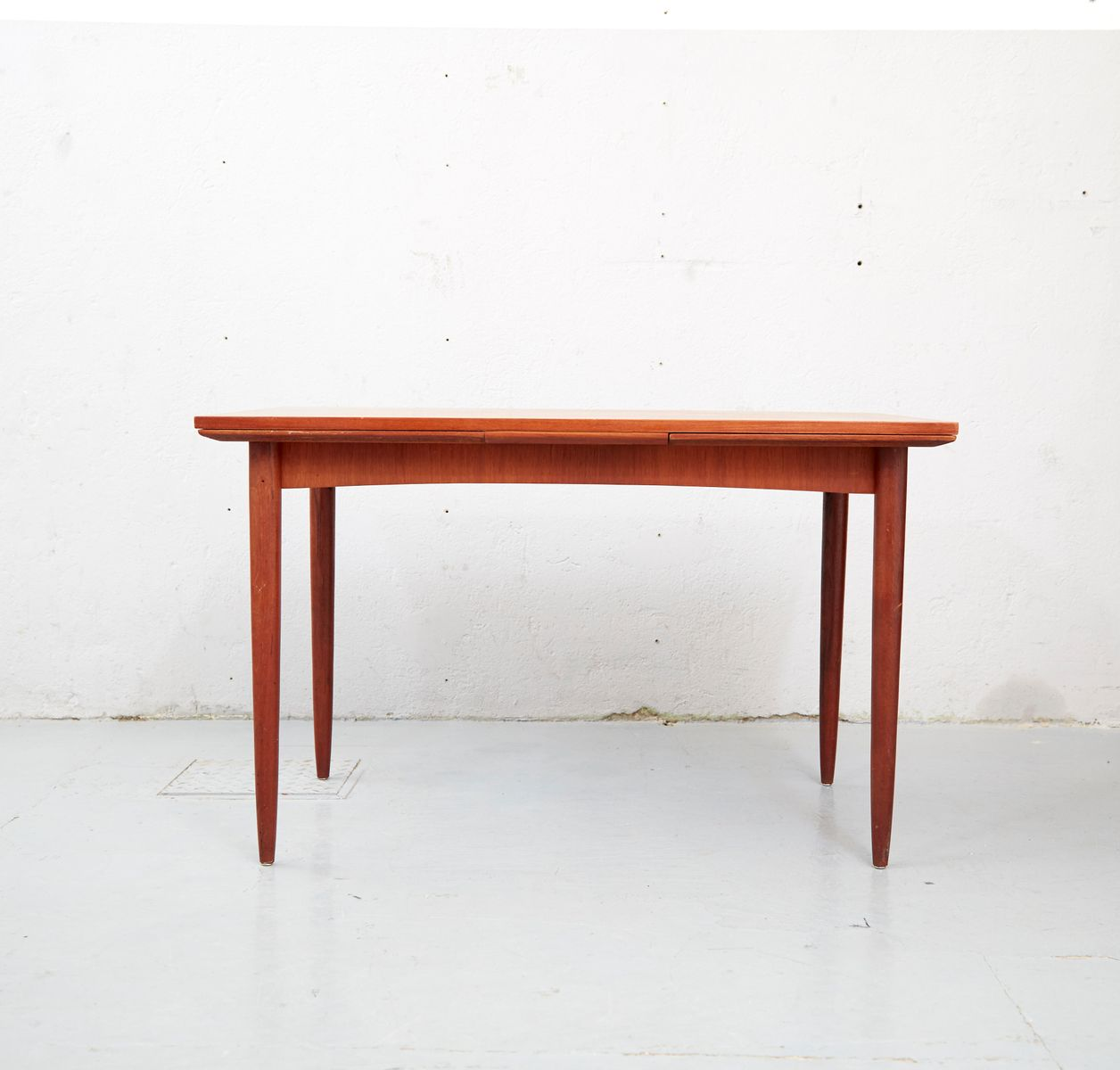 danish mid century teak dining table for sale at pamono