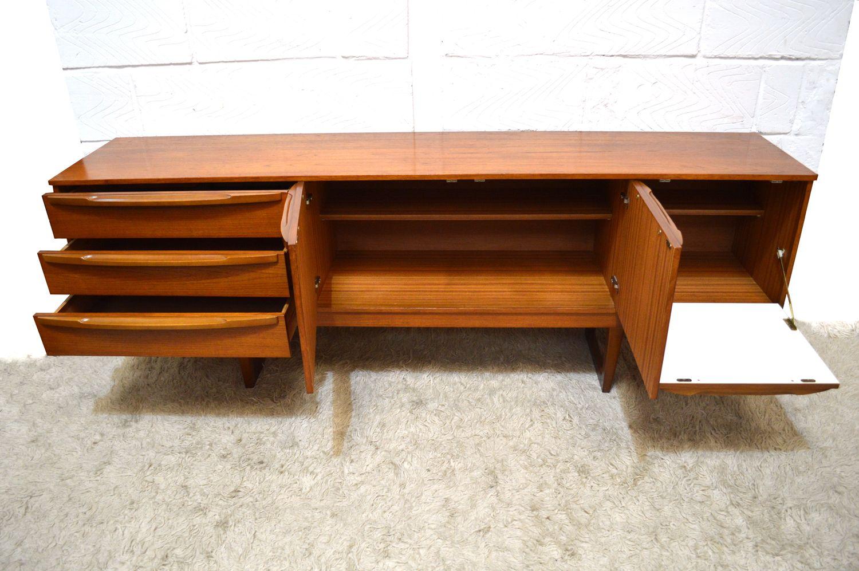 Longue enfilade en teck de stonehill angleterre 1960s en for Le pere du meuble furniture