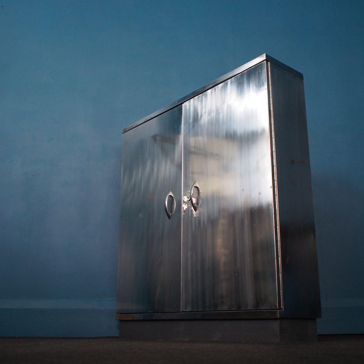 armoire vintage industrielle en acier avec verrou 1960s. Black Bedroom Furniture Sets. Home Design Ideas