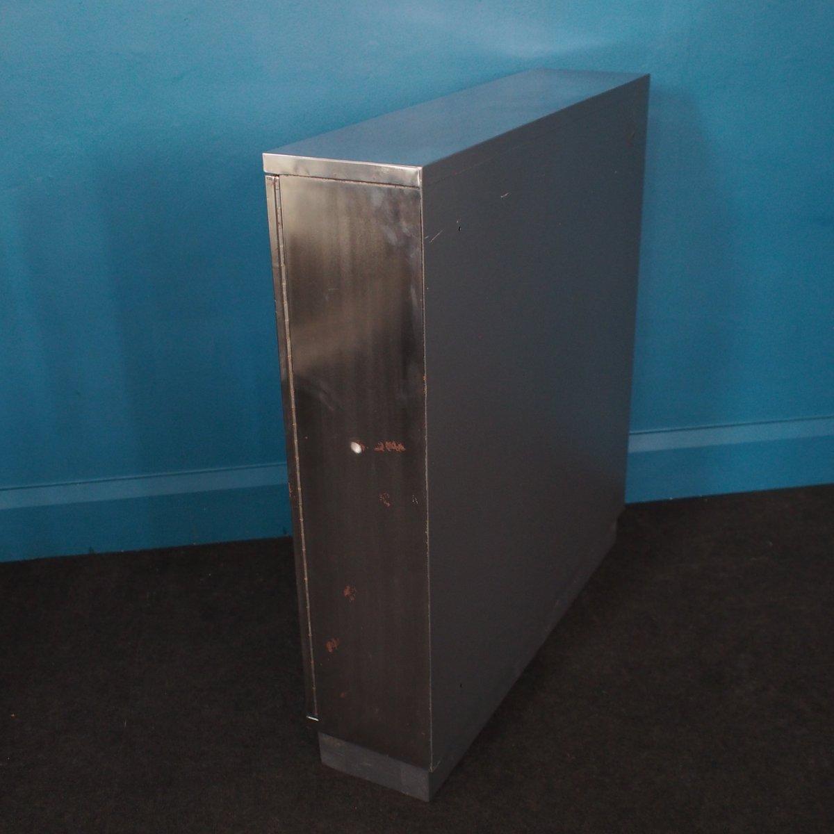 armoire vintage industrielle en acier avec verrou 1960s en vente sur pamono. Black Bedroom Furniture Sets. Home Design Ideas