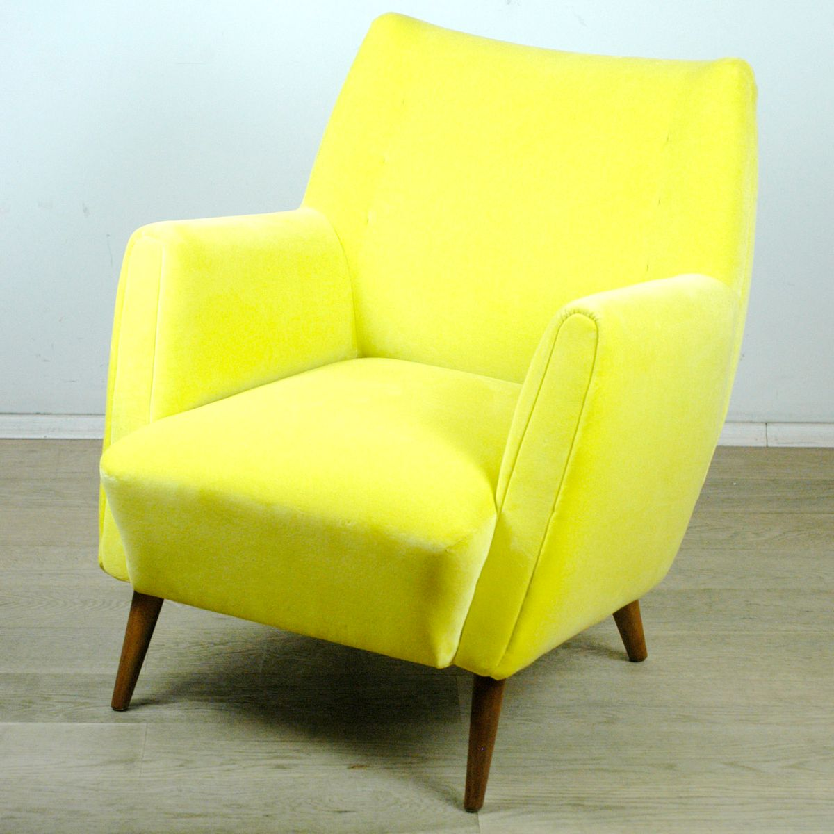 fauteuil en velours jaune par oskar payer autriche en vente sur pamono. Black Bedroom Furniture Sets. Home Design Ideas