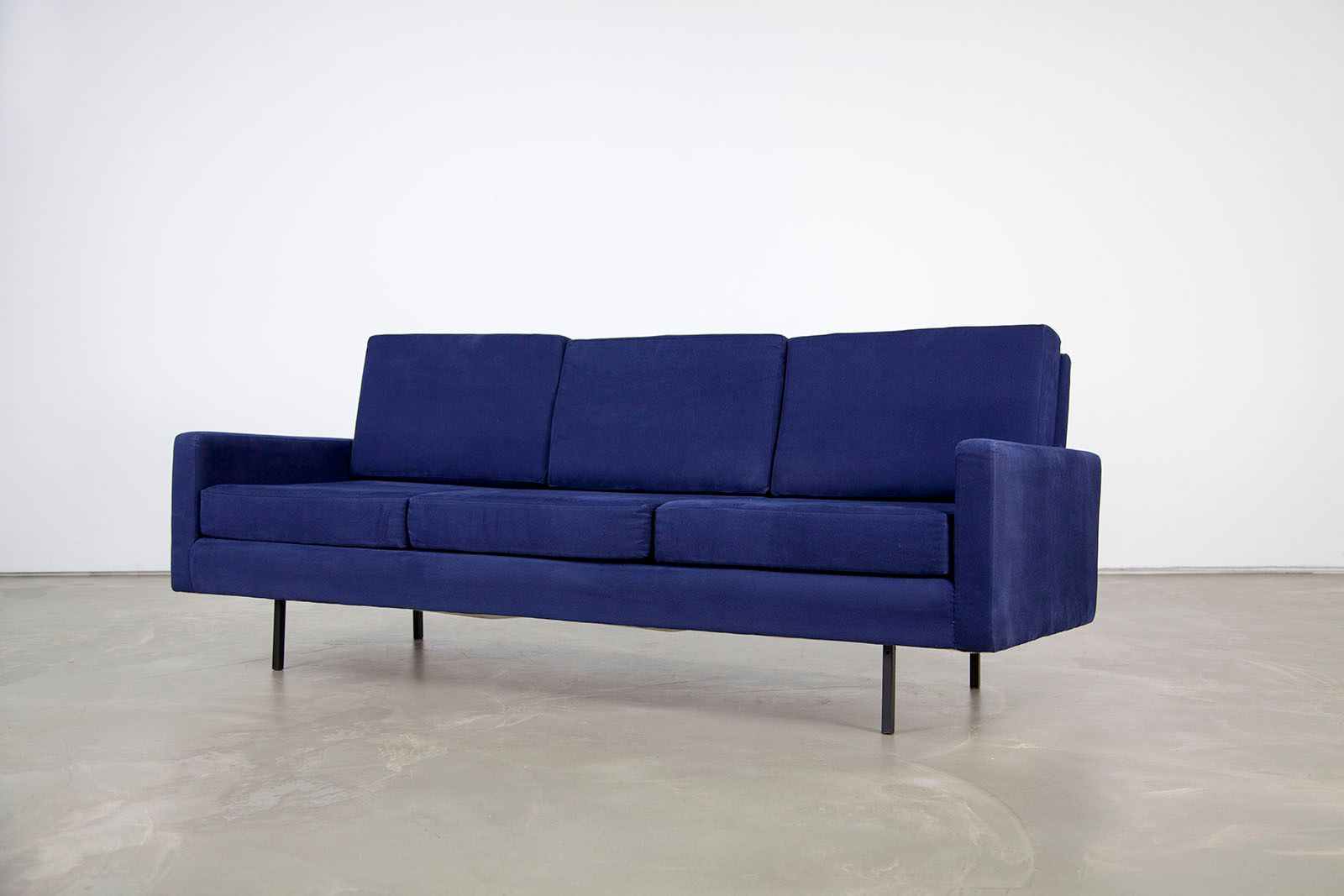 canap trois places mid century bleu par florence knoll. Black Bedroom Furniture Sets. Home Design Ideas