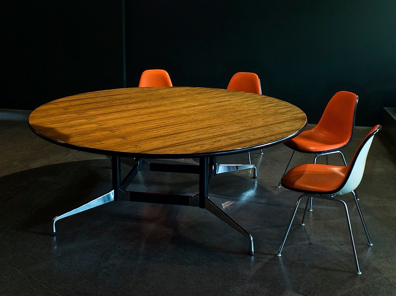 Segmented table by ray charles eames for vitra for sale for Table ronde charles eames