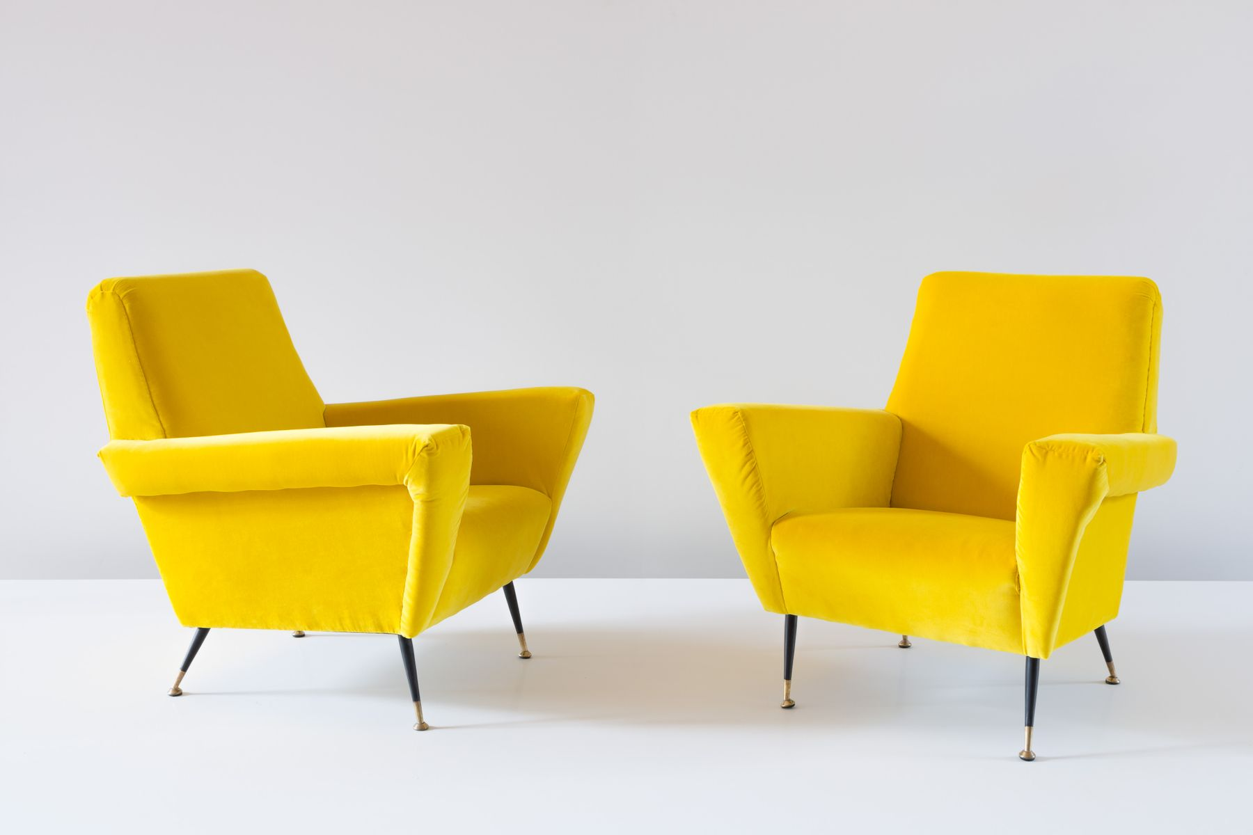 vintage italian yellow velvet armchairs 1950s set of 2. Black Bedroom Furniture Sets. Home Design Ideas