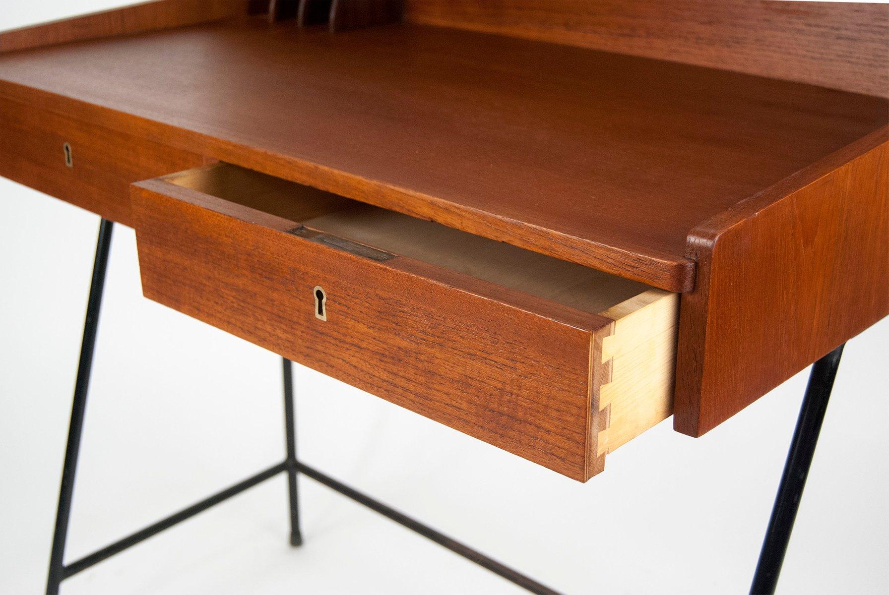kleiner d nischer mid century teak schreibtisch bei pamono. Black Bedroom Furniture Sets. Home Design Ideas