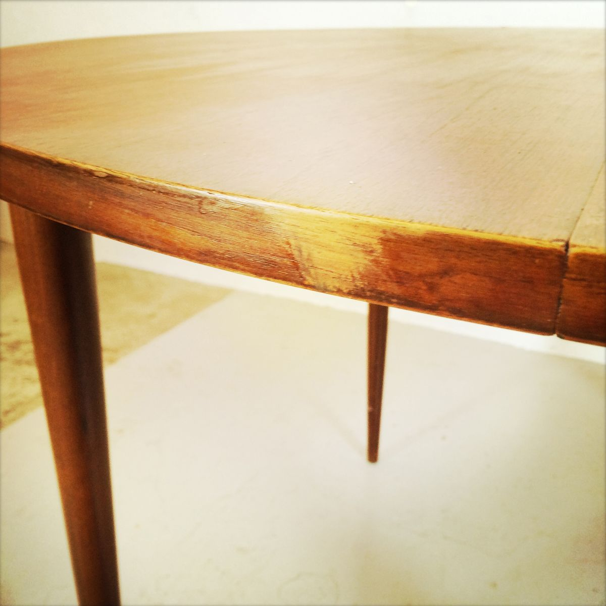 Accueil design book for Table salle a manger ronde scandinave