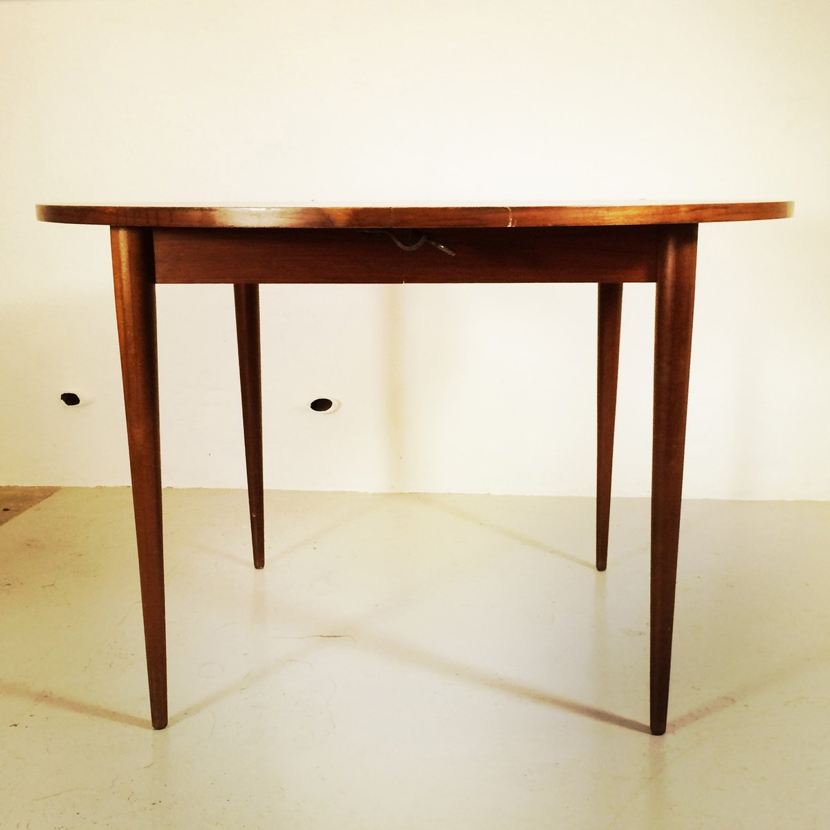 Scandinavian round dining table for sale at pamono - Dining table scandinavian ...