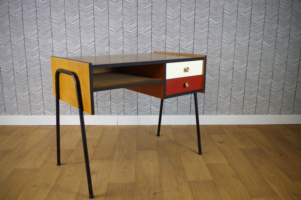 vintage schreibtisch mit roter wei er schublade 1960er. Black Bedroom Furniture Sets. Home Design Ideas