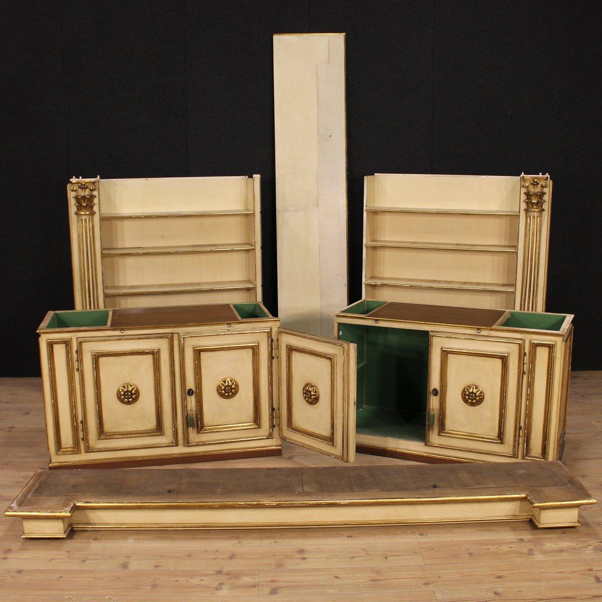 italienischer lackierter und vergoldeter b cherregal aus holz bei pamono kaufen. Black Bedroom Furniture Sets. Home Design Ideas