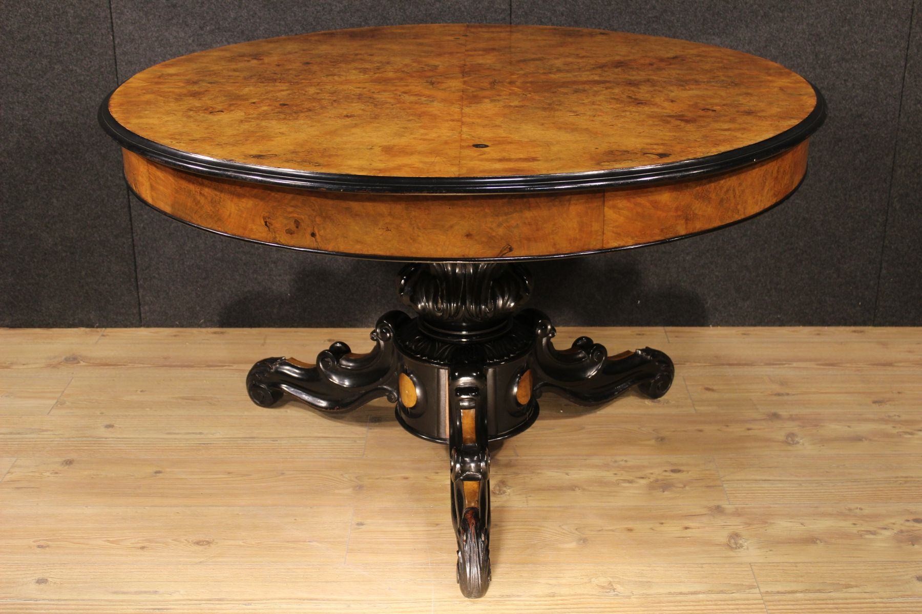 franz sischer ausziehbarer tisch aus nuss wurzelholz bei. Black Bedroom Furniture Sets. Home Design Ideas