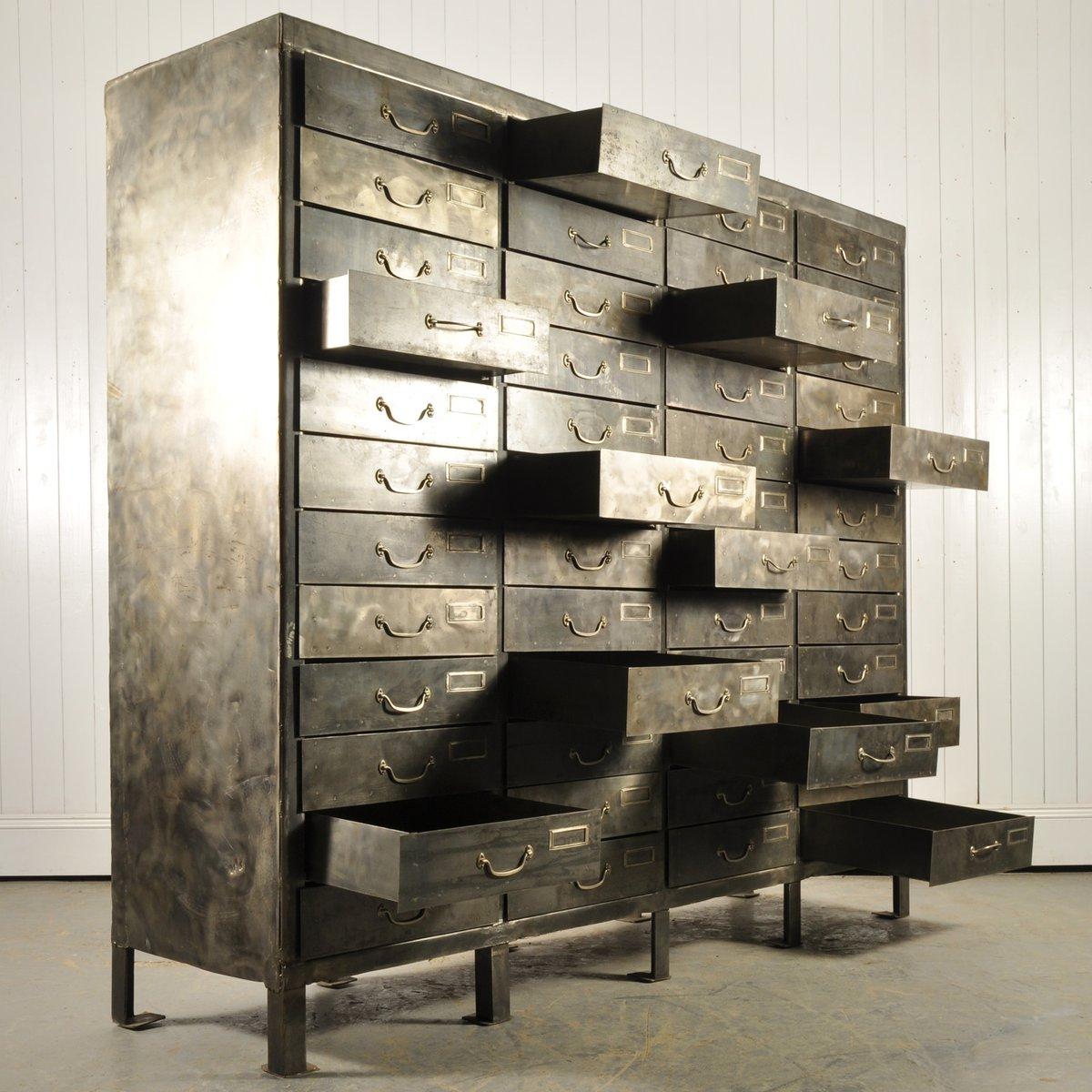 armoire industrielle en acier poli avec tiroirs en vente. Black Bedroom Furniture Sets. Home Design Ideas