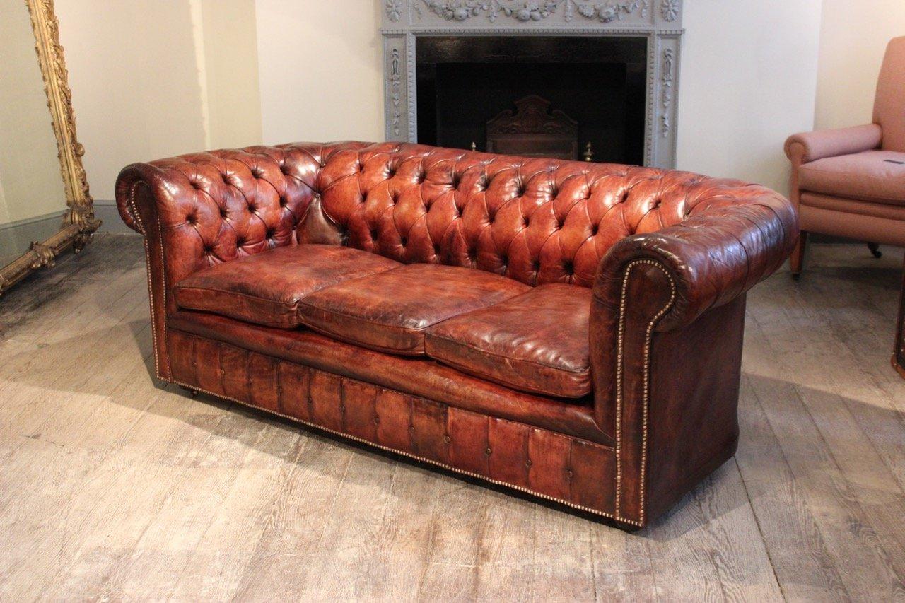 hellbraunes chesterfield ledersofa 1920er bei pamono kaufen. Black Bedroom Furniture Sets. Home Design Ideas