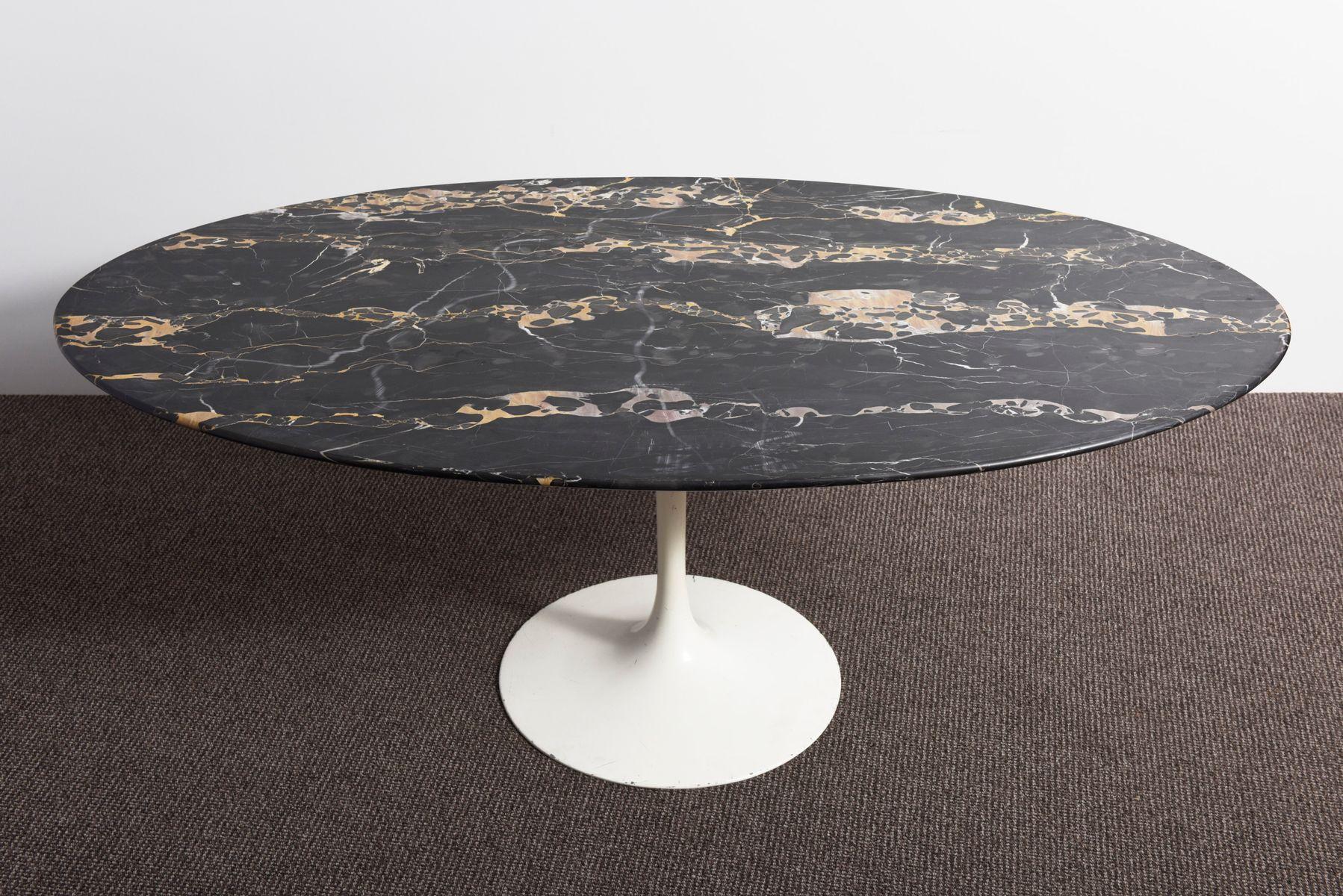 Tulip Black Marble Coffee Table By Eero Saarinen For Knoll