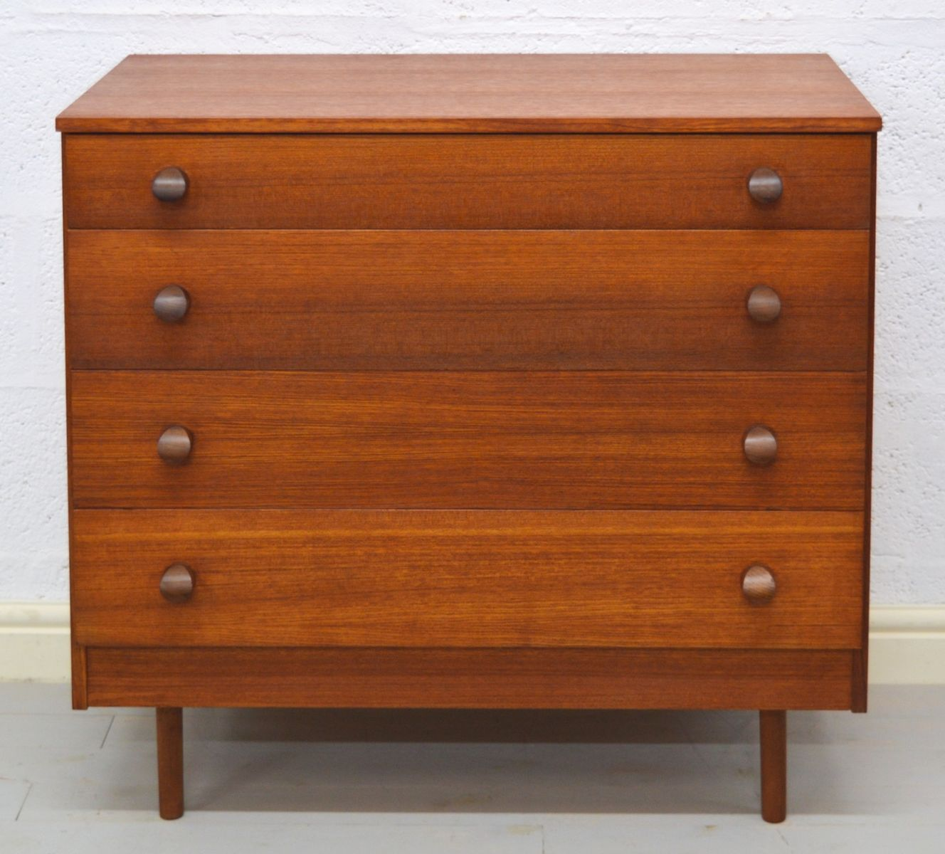hohe mid century teak kommode von avalon bei pamono kaufen. Black Bedroom Furniture Sets. Home Design Ideas