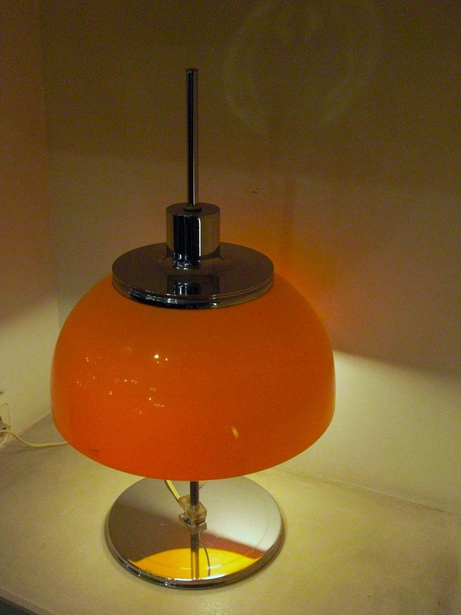 lampe de table vintage orange par harvey guzzini en vente sur pamono. Black Bedroom Furniture Sets. Home Design Ideas