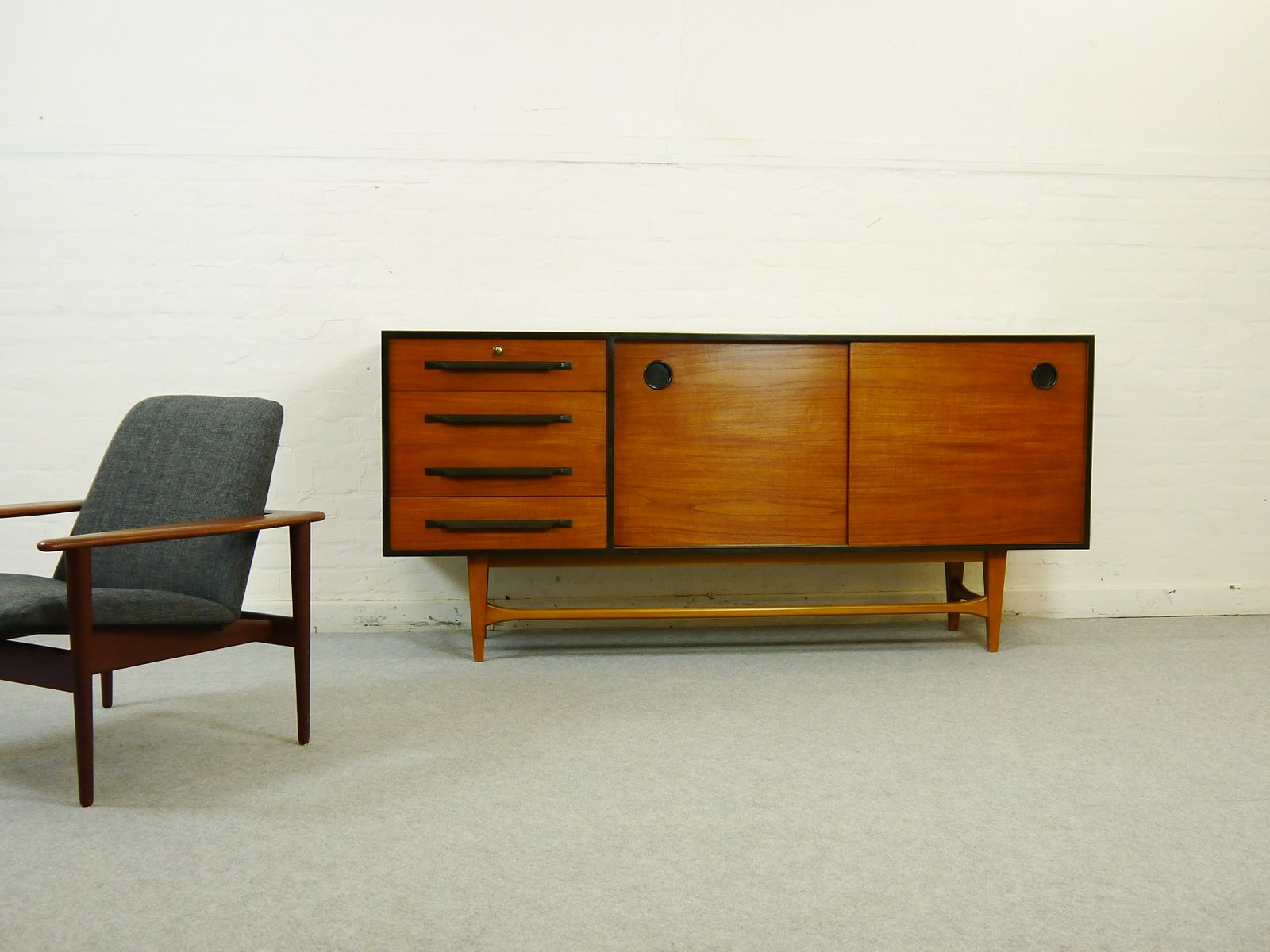 vintage teak anrichte mit vier schubladen bei pamono kaufen. Black Bedroom Furniture Sets. Home Design Ideas