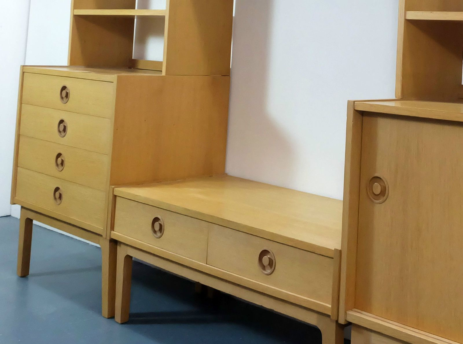 deutsche freistehende vintage regaleinheit aus eichenholz. Black Bedroom Furniture Sets. Home Design Ideas