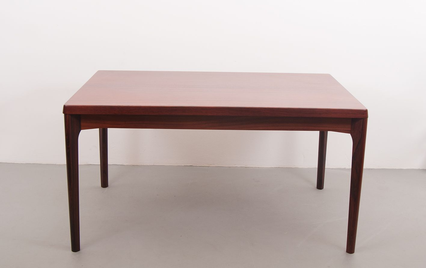 Extensible dining table by henning kj rnulf for vejle for Table exterieure extensible