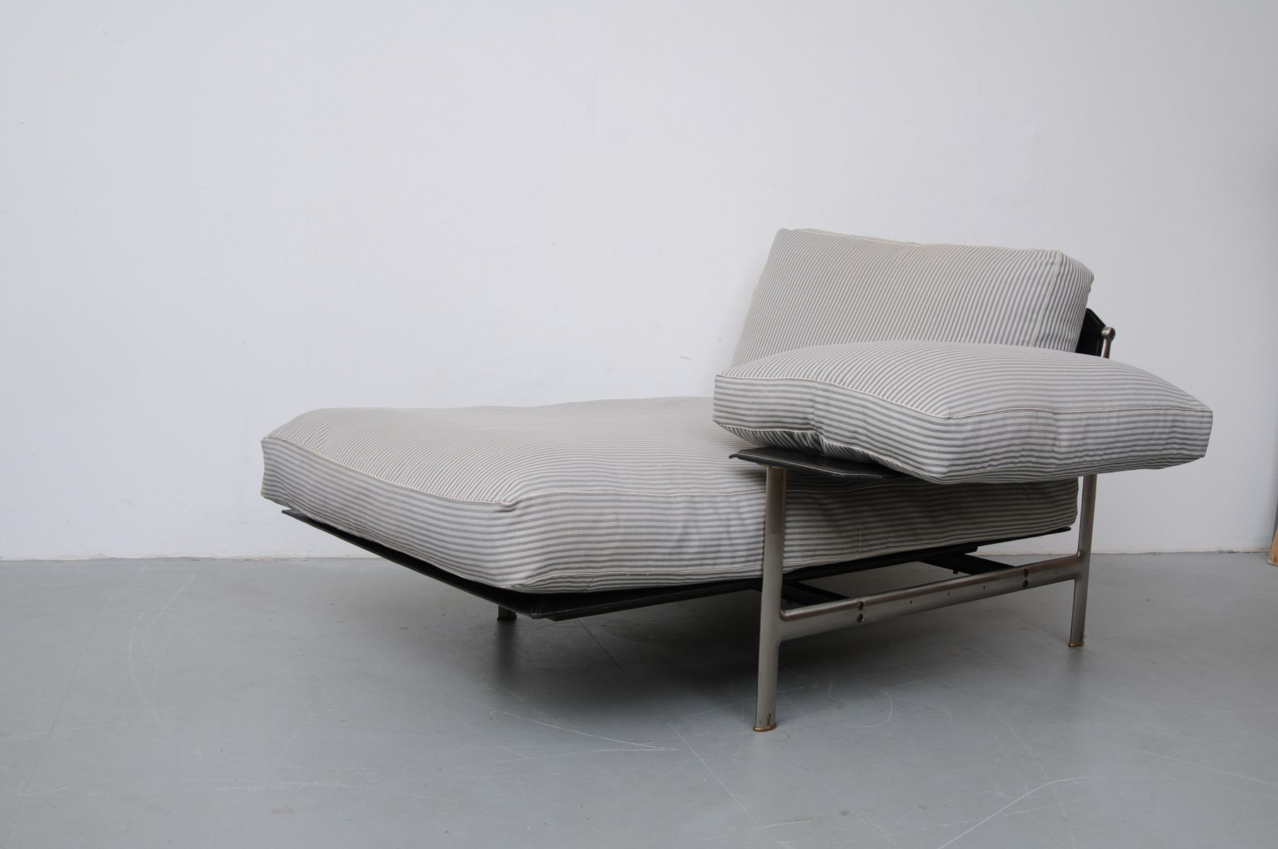 Diesis chaise longue by antonio citterio for b b italia for Chaise longues for sale uk
