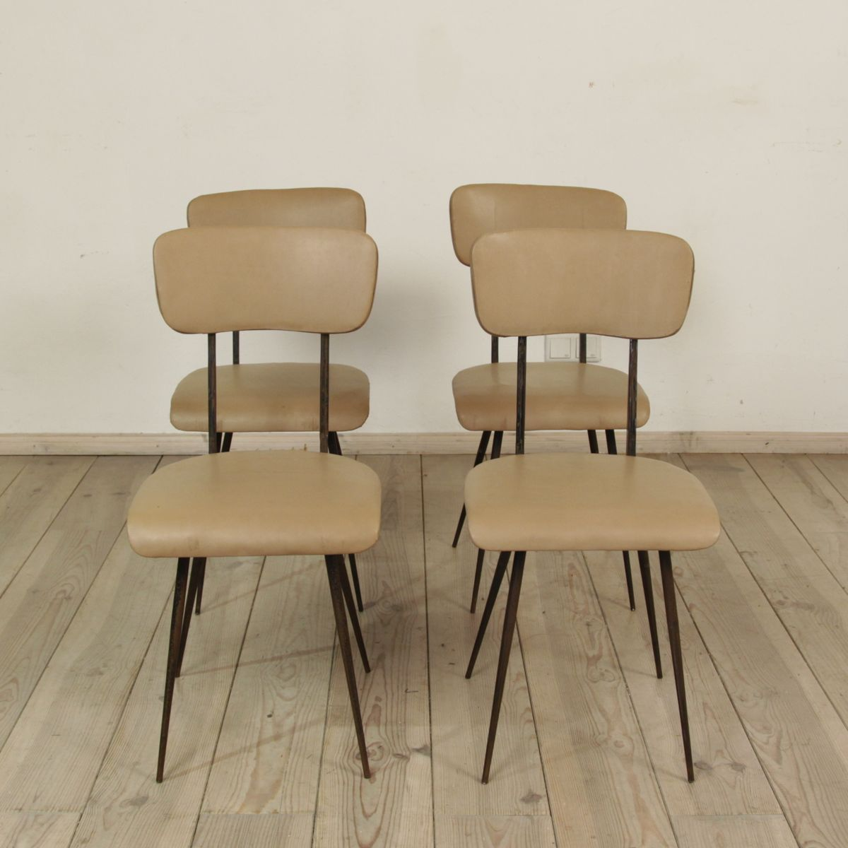 italienische st hle 1950er 4er set bei pamono kaufen. Black Bedroom Furniture Sets. Home Design Ideas