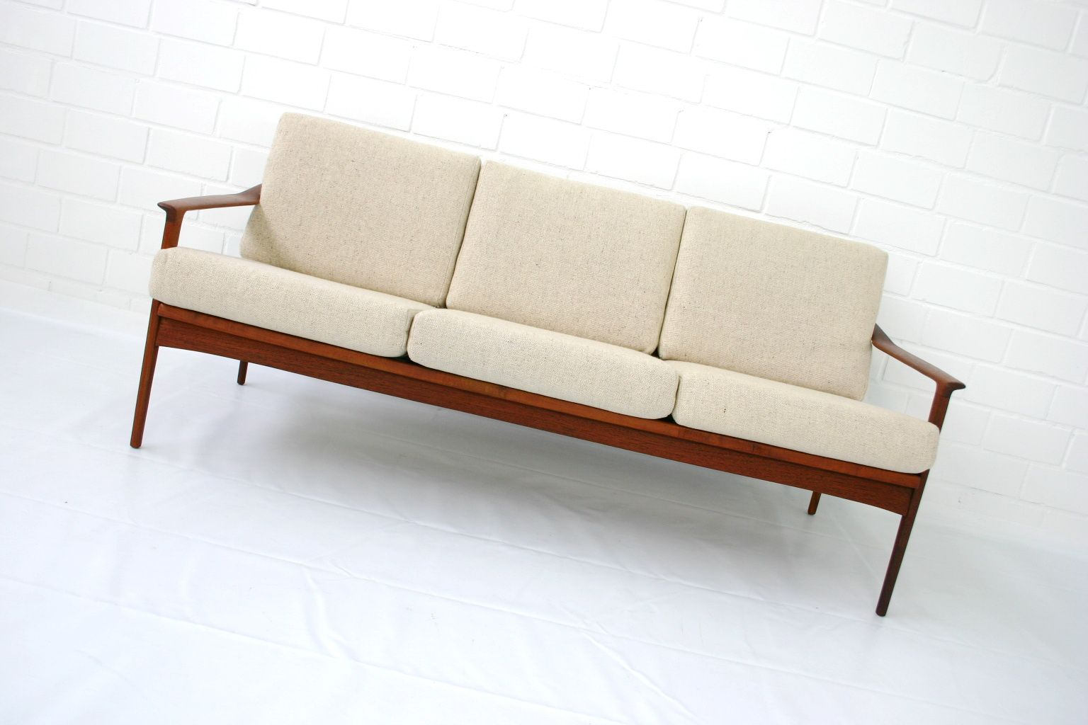 canap mid century en teck par ib kofod larsen pour selig. Black Bedroom Furniture Sets. Home Design Ideas