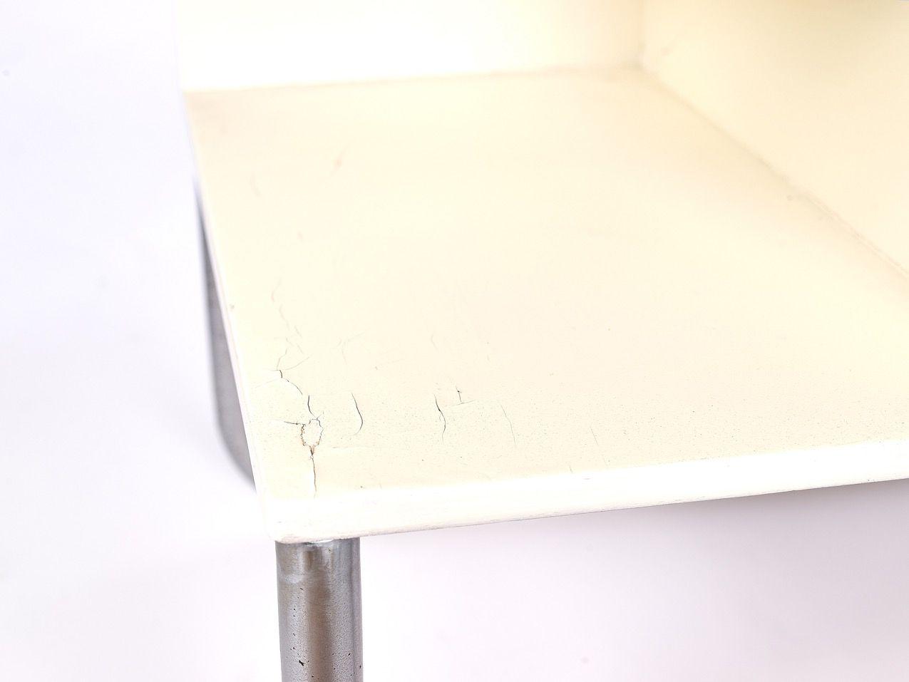 Table de nuit bauhaus allemagne 1940s en vente sur pamono - Table de nuit en anglais ...