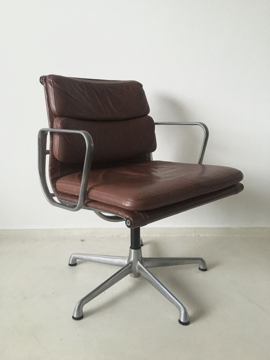 Ea208 eames swivel chair by charles ray eames for icf for Eames chair deutschland