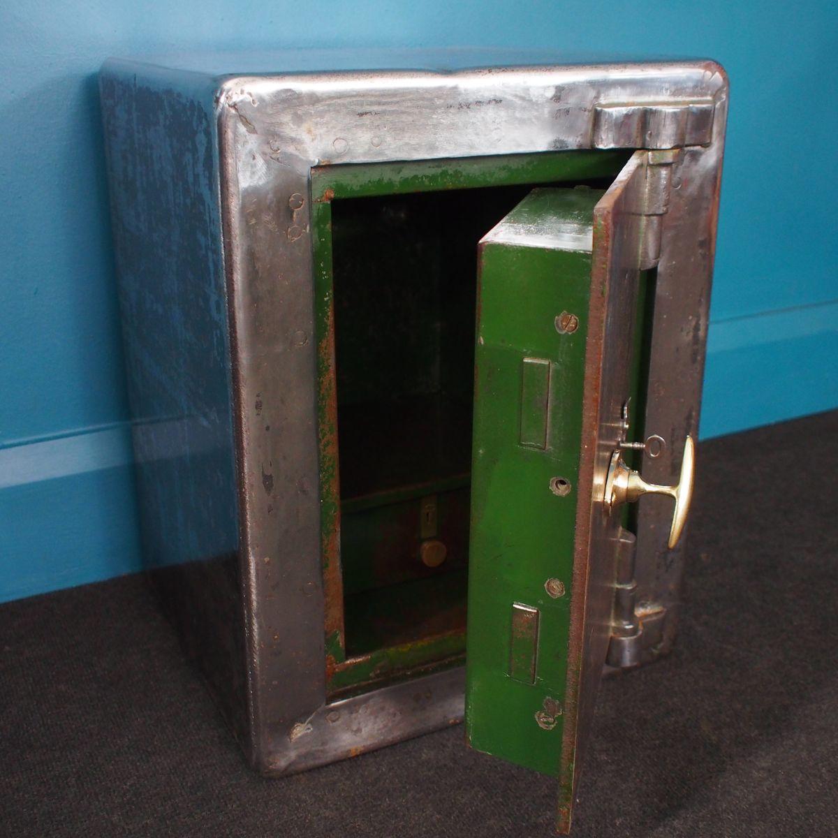 britischer tresor aus stahl 1930er bei pamono kaufen. Black Bedroom Furniture Sets. Home Design Ideas