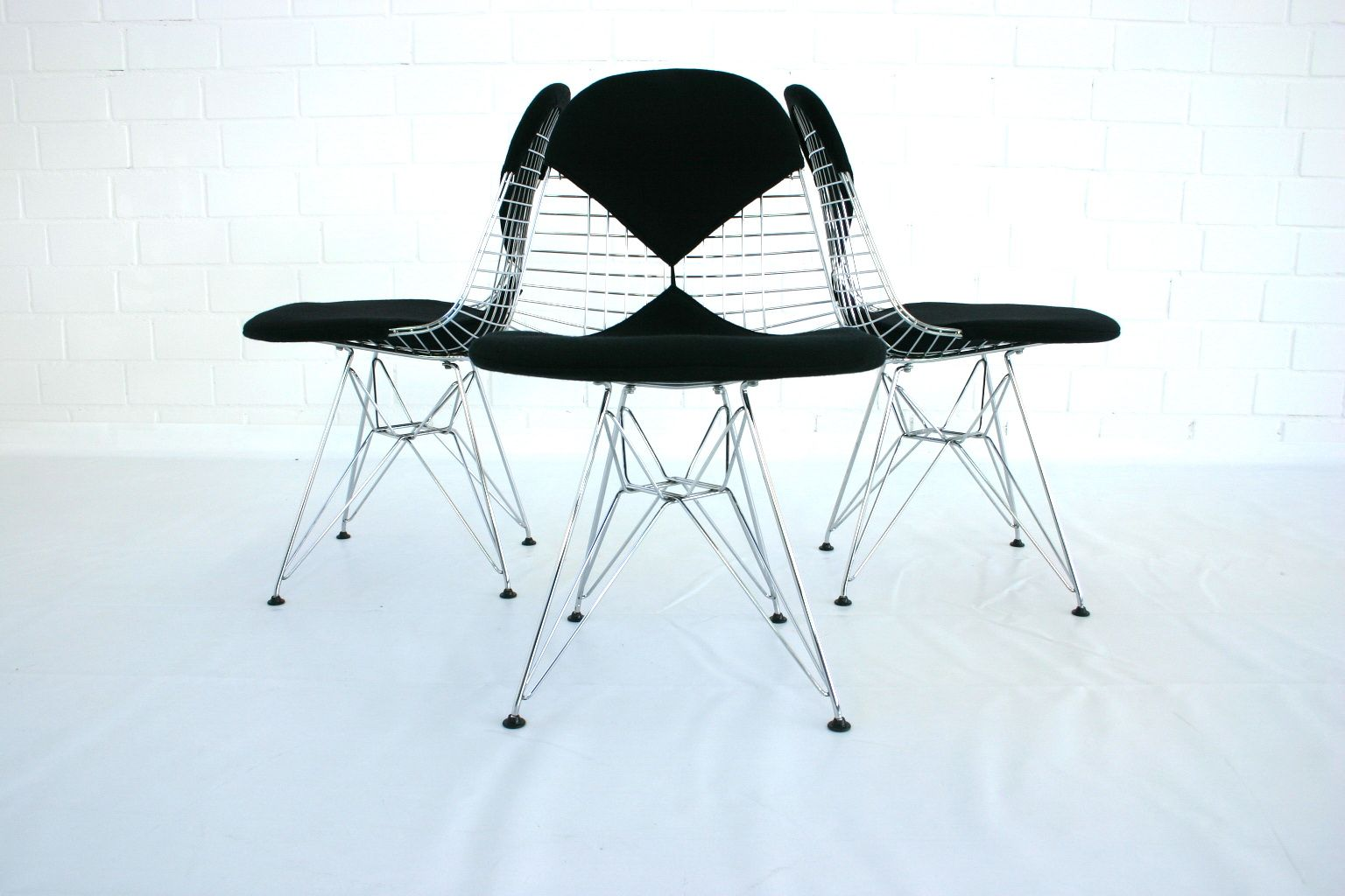 Dkr 2 eiffel tower wire chair by charles eames for vitra for Eiffel chair de charles eames